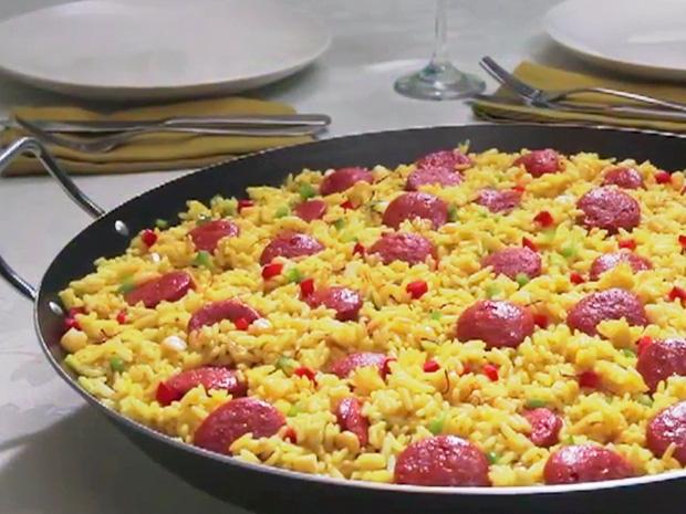 Paella-con-Chorizos-San-Jorge-y-verduras-